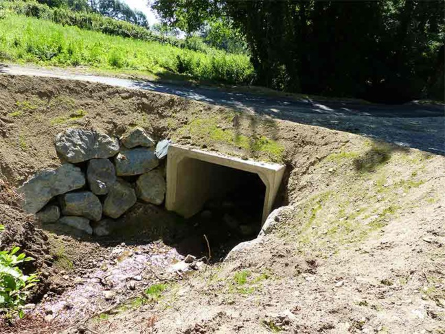Un dalot route du barrage de Thurins