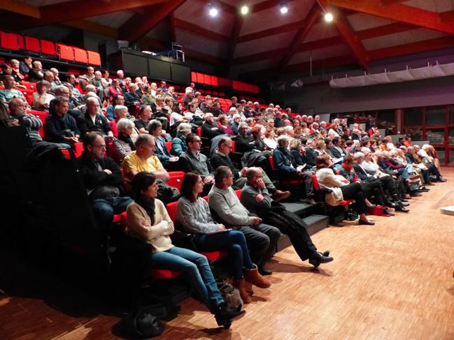 Plus de 150 personnes ont participé à la réunion de concertation qui s'est déroulée le 8 nov. 2018 à Brignais.
