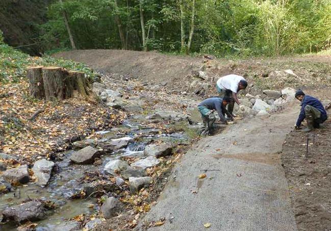 La brigade de riviere entretient annuellement 20 km de berges.
