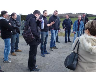 La matinée s'est achevée par une visite du cimetière de Saint-Laurent-d'Agny.