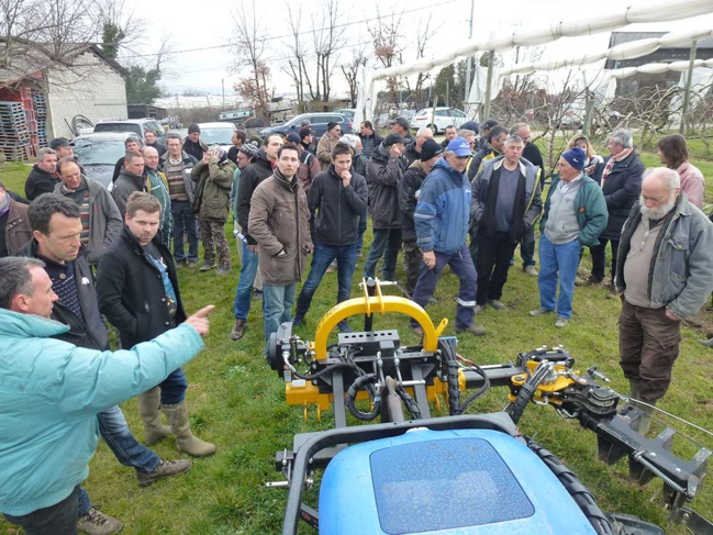 Une cinquantaine d'agriculteurs a répondu présent à l'invitation du SMAGGA, de l'ARDAB et de la Chambre d'Agriculture du Rhône.