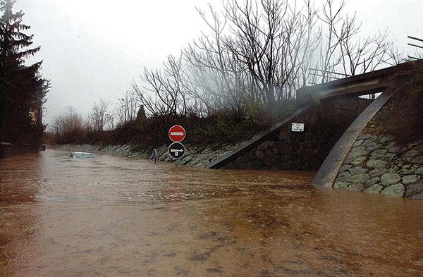 Le Garon à Givors lors de la crue des 2 et 3 décembre 2003. (Photo Jacques Del Pino, ville de Givors).
