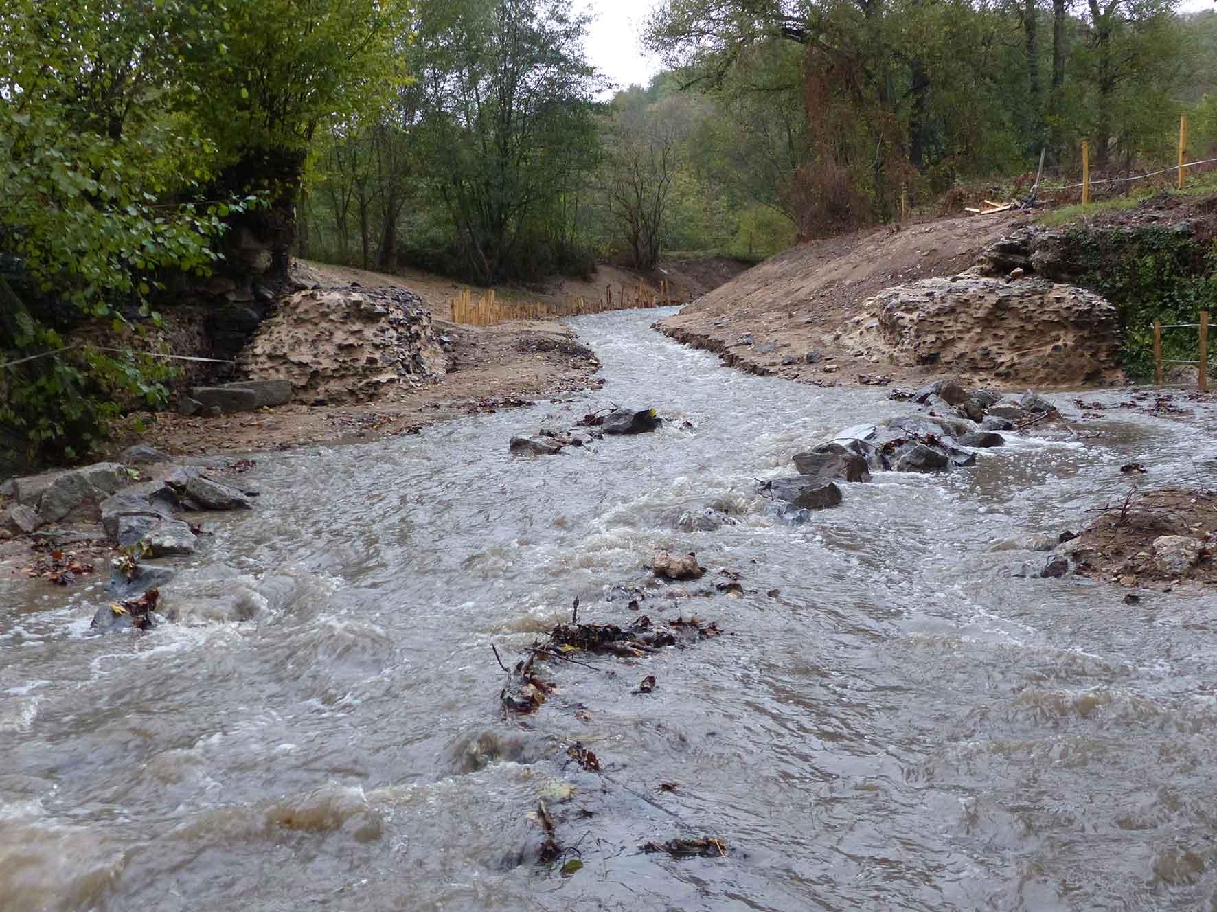 Seuil de l'aqueduc Romain du Gier sur le Garon à Brignais après travaux.